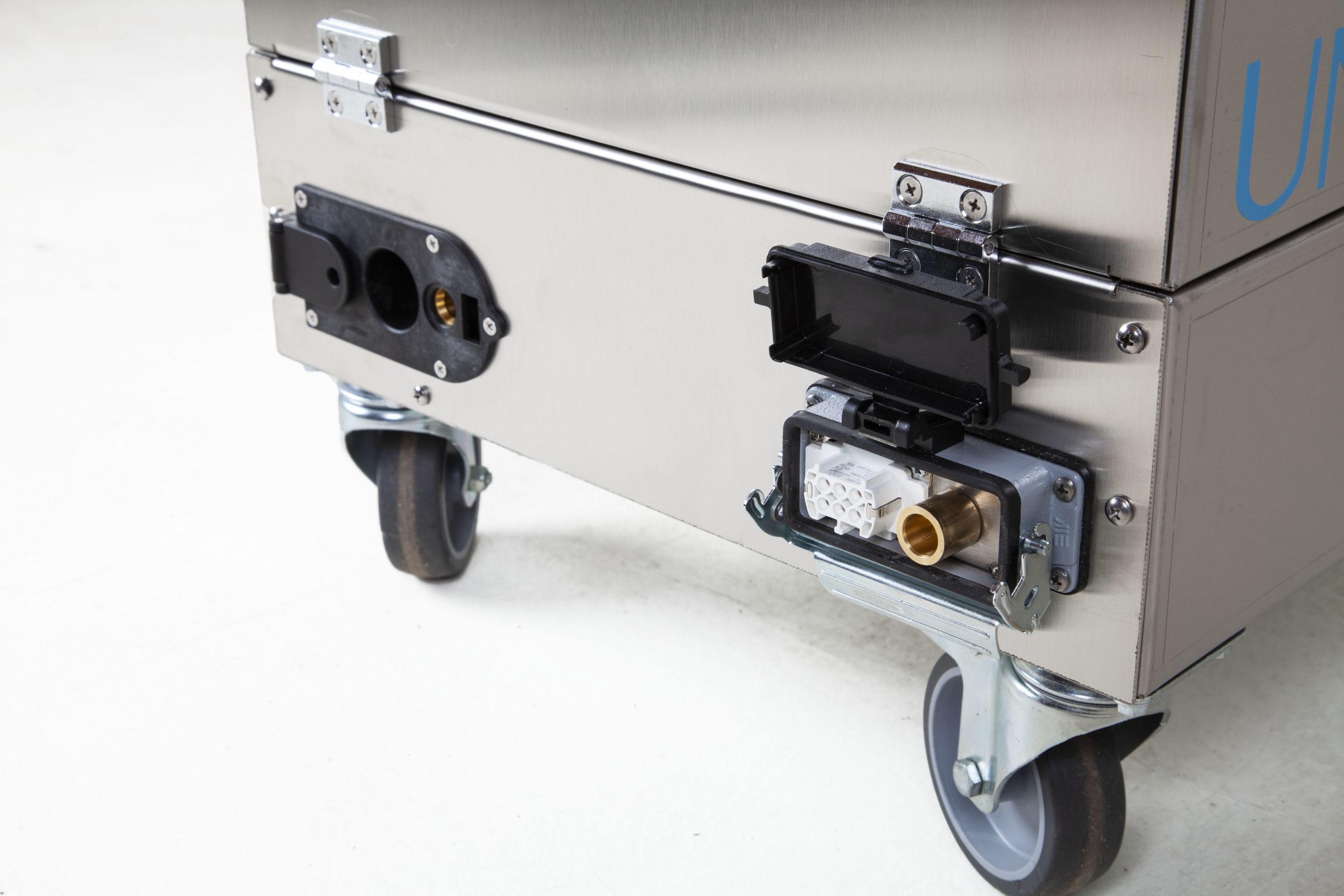 Uni SVC 4-2 Buharlı Temizlik Makinesi Arka Soke Girişi